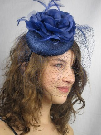 cf898e74 Pretty Cool - Navy Blue Sinamay Pill Box Hat & Birdcage Veil Fascinator:  Amazon.co.uk: Clothing