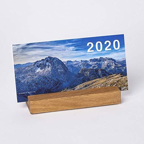 WOODS Design Tischkalender Berge 2020 Jahreskalender zum Aufstellen I Standkalender Büro Dekoration Schreibtisch I manueller Kalender I Stehkalender Holz - Ständer für Kalender Blätter (Eiche)