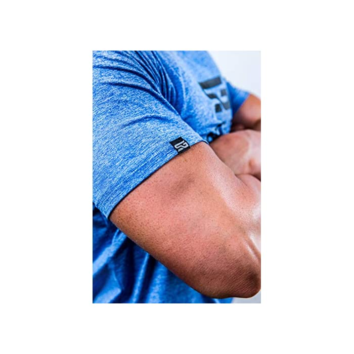 ✔️ acentúa los músculos: esta camiseta de fitness acentúa los músculos pectorales y hace que los hombros se vean más anchos mientras entrenas. ✔️ Movilidad: esta camiseta de entrenamiento para hombre permite una movilidad completa y por lo tanto es adecuada para todos los deportes. ✔️ Ropa funcional – esta camiseta de gimnasio se compone de un material de secado rápido que reduce considerablemente la transpiración (Material: 93% poliéster, 7% elastano)