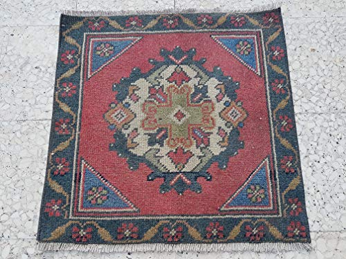 (Small Vintage Kilim Rugs with Geometric Medallion, Traditional Rugs, Turkish Carpet from Anatolia, Wool House Decor, Handmade Kitchen Mat 2.1 x 2.1 Ft (63 x 65 Cm))