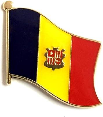 TRINIDAD /& TOBAGO COUNTRY FLAG SMALL LAPEL PIN BADGE .. NEW