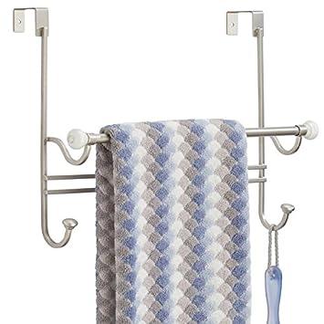 mDesign Toallero de baño sin taladros - Toallero de metal para el baño - Perfecto como colgador de toallas para baño - blanco y plateado mate: Amazon.es: ...