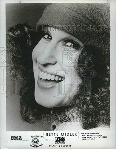 1973 Press Photo Bette Midler, actress, Travel Scrabble - Historic Images