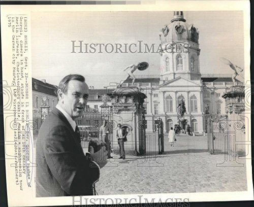 Vintage Photos 1975 Press Photo Governor George Busbee in Front of Charlottenburg Castle - 8.25 x 10 in. - Historic Images