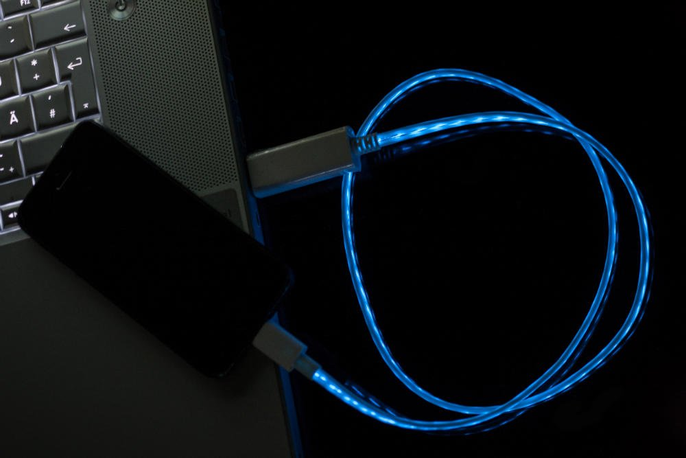 stylisches LED Micro USB Kabel weiß / blau beleuchtet 80cm - Mit ...
