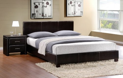Homelegance Zoey Bedroom Set with Full Bed and Nightstand