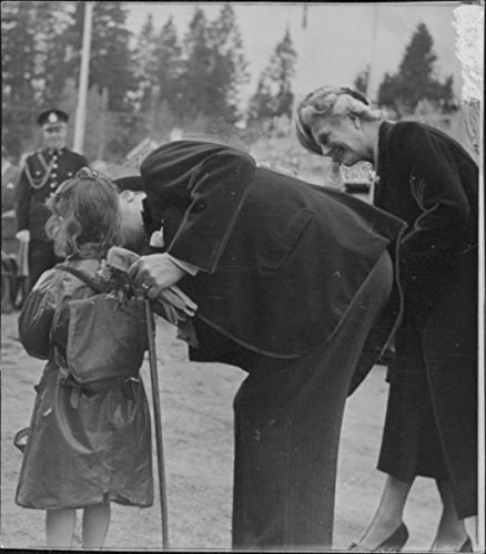 Amazon Com Vintage Photo Of Winston Churchill Kissing A