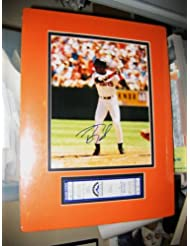 * BARRY BONDS * San Francisco Giants signed 8x10 photo &40/40 unused ticket display/UACC RD # 212