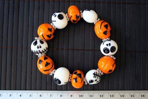 Halloween Theme Lampwork Glass Bead Stretch Bracelet]()