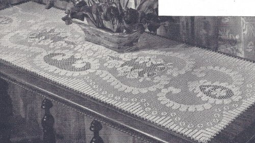 Vintage Crochet Pattern to make - Filet Table Runner Scarf Motif. NOT a finished item. This is a pattern and/or instructions to make the item -