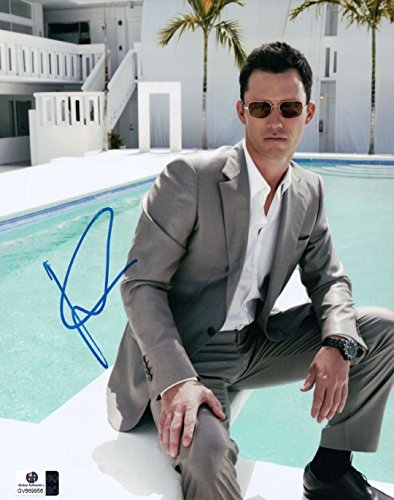 Jeffrey Donovan Signed Autographed 8X10 Photo Sexy Sitting By Pool GV869956