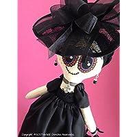 Muñeca de trapo tipo Catrina, diseñada, elaborada y pintada a mano.