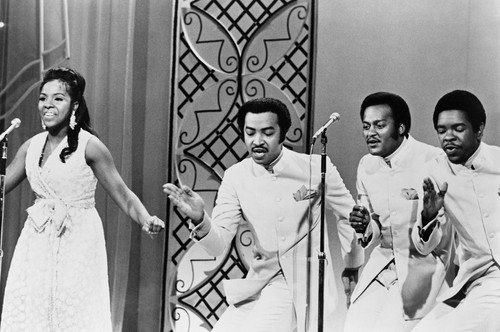 Gladys Knight and the Pips singing on tv show 24x36 Poster