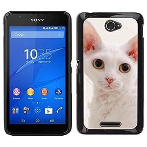 Caucho caso de Shell duro de la cubierta de accesorios de protección BY RAYDREAMMM - Sony Xperia E4 - Blanca Devon Rex grandes orejas Gato rosado de la nariz