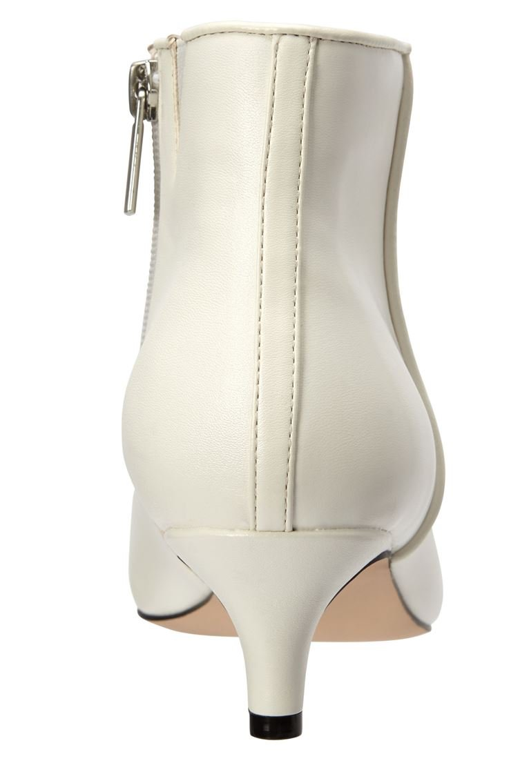 Comfortview Women's Wide The Meredith Bootie B07DRQGY8J 7.5 W US|White