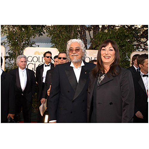 anjelica-huston-8-inch-x10-inch-photo-the-addams-family-prizzis-honor-the-grifters-outside-golden-gl