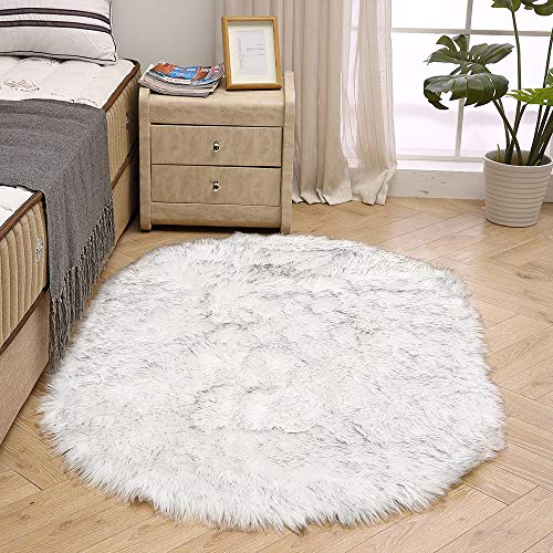 LEEVAN Super Soft Bedroom Rug Faux Fur Wool Oval Carpet Fluffy Shaggy Kids Play Mat Girls Runner Area Rug for Sofa Floor or Living Room Accent Home Decorate(White and Black,3ft x 5ft) (Super White Rug Soft)