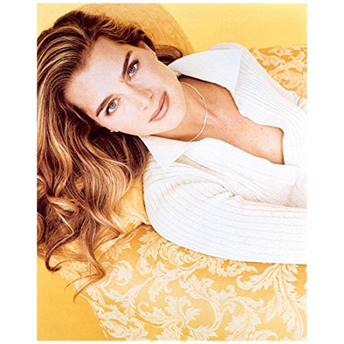 Brooke Shields 8 inch by 10 inch PHOTOGRAPH The Blue Lagoon Pretty Baby Endless Love Suddenly Susan from Chest Up Looking Up at Camera kn