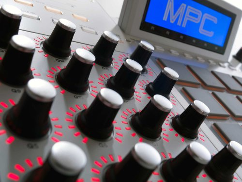 Akai Professional MPC Renaissance | Music Production Controller with 9GB+ Sound Library Download (24-bit / 96 kHz)