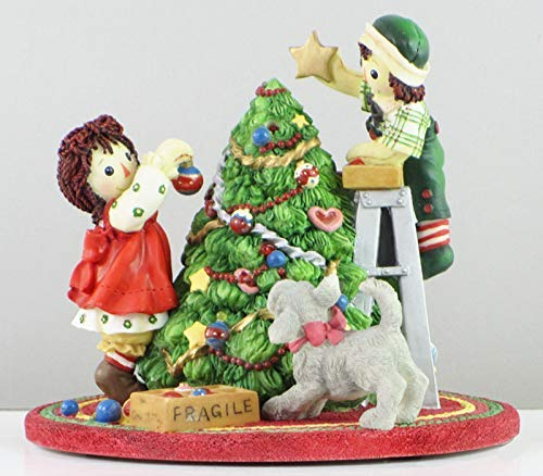 (Raggedy Ann and Andy Christmas Tree Decorating)