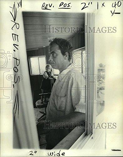 - Vintage Photos 1976 Press Photo Irving Dehart Jr, Building Living - noa92450-10.25 x 8 in. - Historic Images