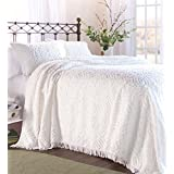 Full Wedding Ring Tufted Chenille Bedspread, in White