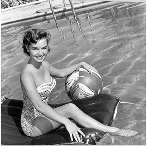Debbie Reynolds 8 Inch x 10 Inch PHOTOGRAPH Singin' in the Rain Fear and Loathing in Las Vegas Charlotte's Web B&W in Pool kn (Fear And Loathing In Las Vegas Pics)
