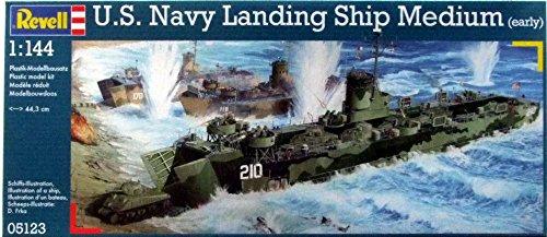 RVG05123 1:144 Revell German US Navy Landing Ship Medium (Early) [MODEL BUILDING KIT]