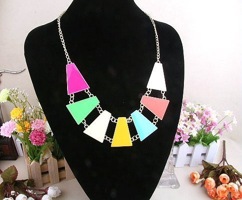 (Colorful Block Collar Choker Necklace,Exaggerated Bib Necklace for Women)