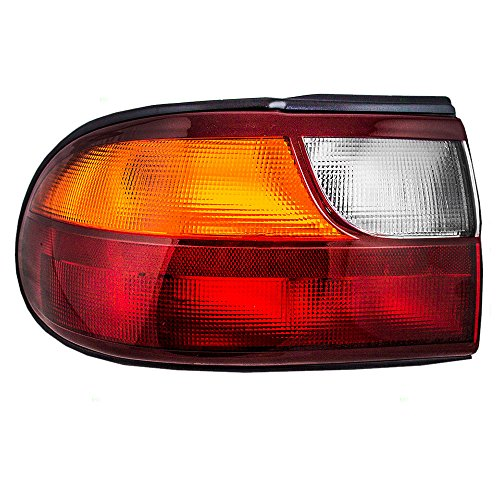 Chevrolet Malibu Tail - Drivers Taillight Tail Lamp with Circuit Board Replacement for Chevrolet 15894727 AutoAndArt