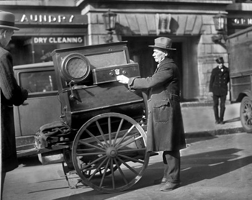 STREET VENDOR WITH ATWATER KENT RADIO 1920s 11x14 PHOTO (Radio Kent Atwater)
