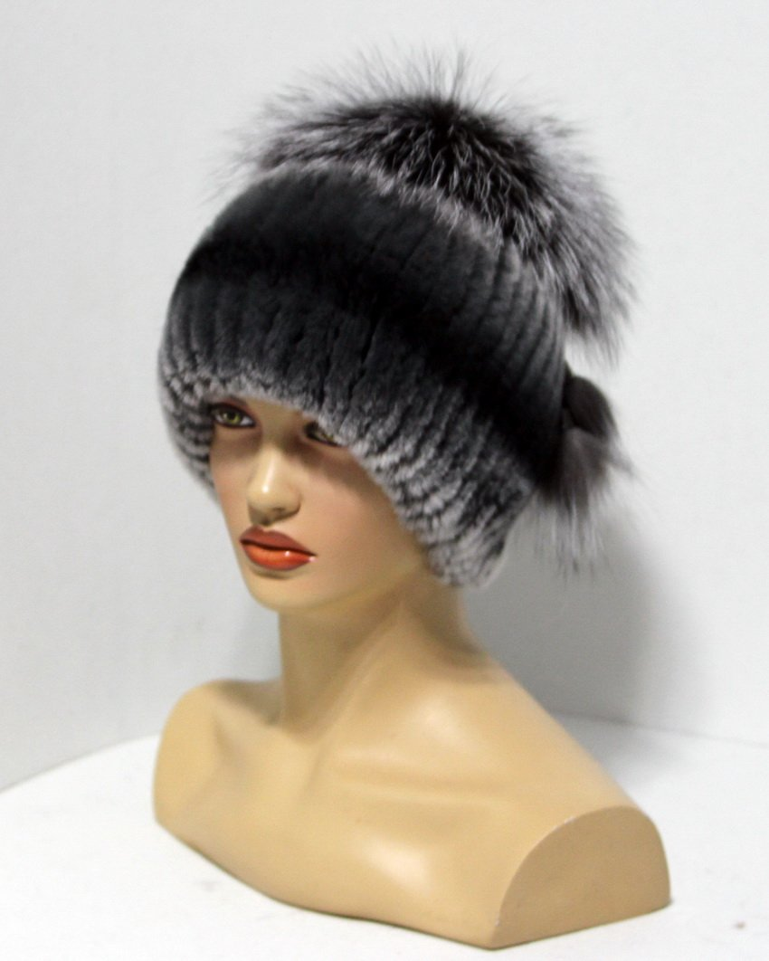 Women's fur hat on a knitted basis with Pom Pom from the fox.