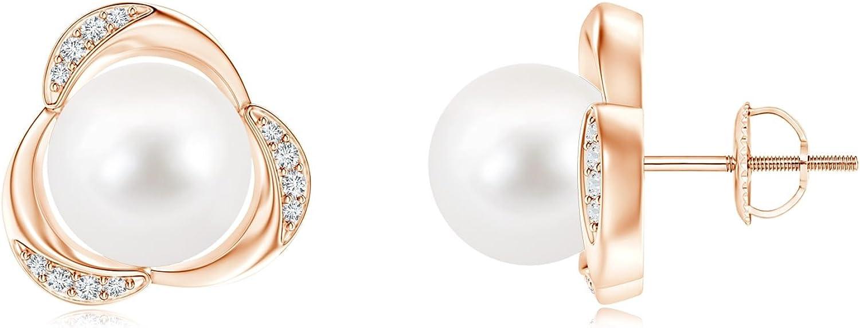 Tres pétalos perla cultivada Stud Pendientes con detalles en diamante