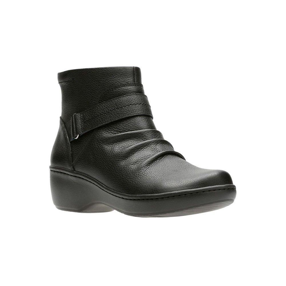CLARKS Women's Delana Fairlee Ankle Bootie, Black Leather, 8.5 M US
