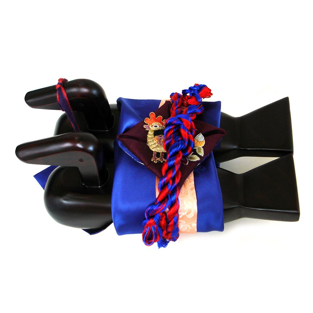 Natural Lacquered Korean Traditional Colorful Embroidery Wrapping Cloth Blue Red Thread Carved Wedding Wooden Geese Duck Figurine Home Deco Birds Decorative Miniature Decoy Pair Gift
