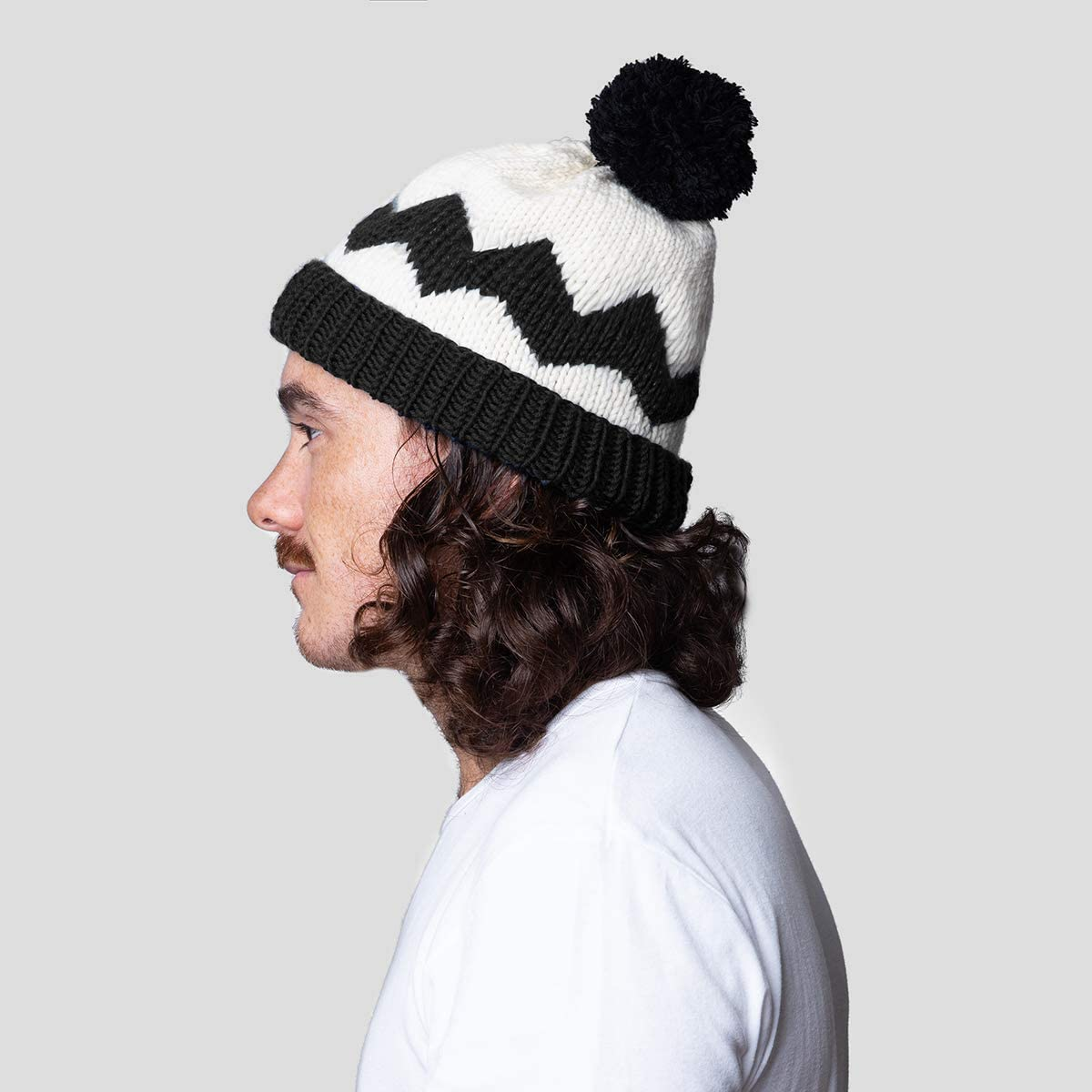 Adult Size Bright White and Comic Black Stitch /& Story X Peanuts Charlie Brown Hat Beginner Knitting Kit
