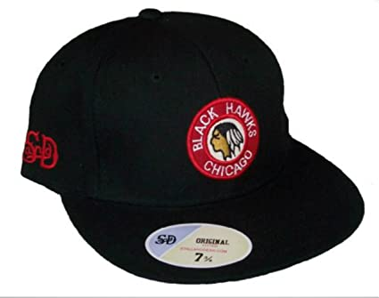 877f54b30f4 Amazon.com  Chicago Blackhawks Vintage Logo Black Fitted 8 Hat Cap ...