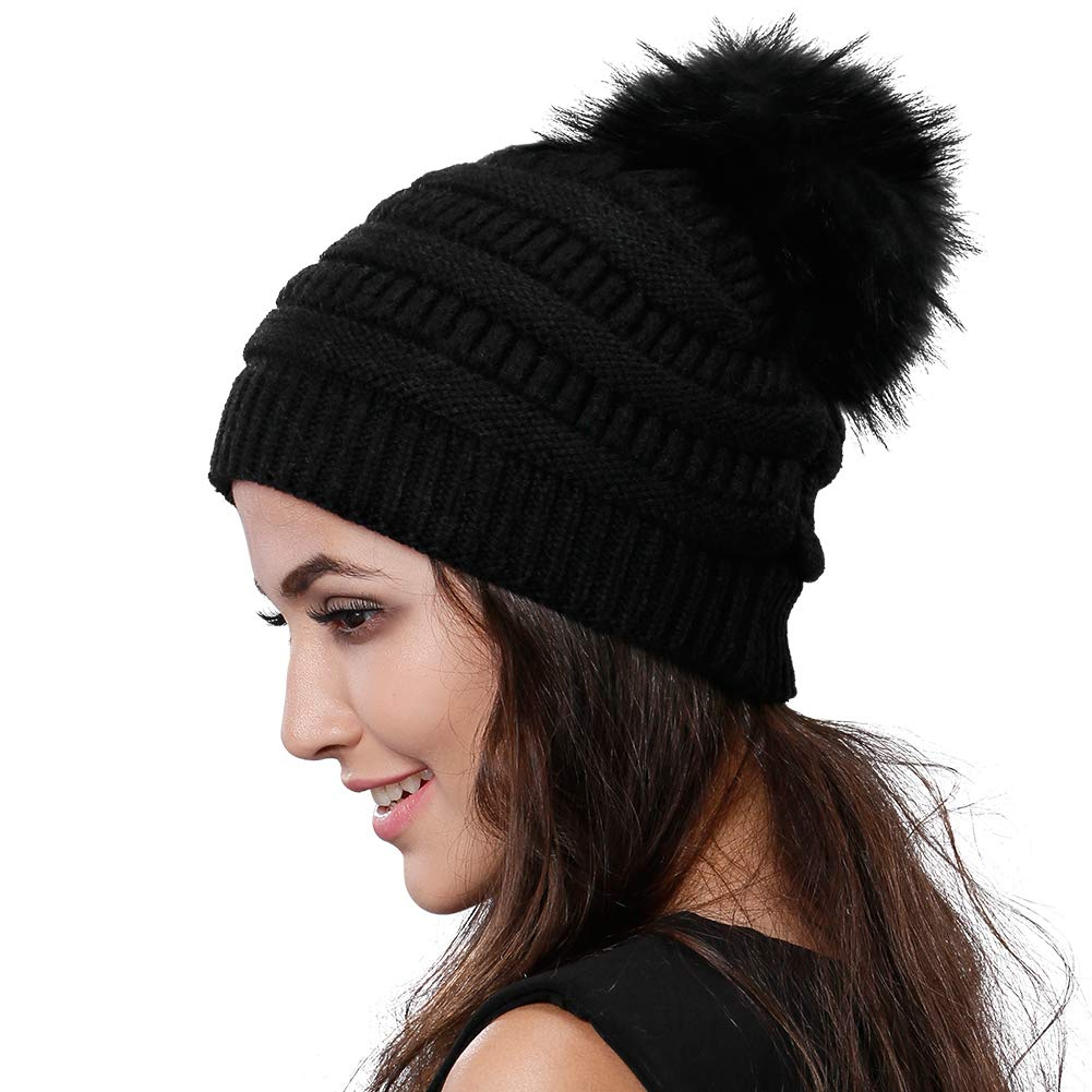 3db7cc3f26293 Winter Knit Pom Pom Hat Materials 100% soft and eco-friendly acrylic.  Women s Fashion Slouchy Beanie with a detachable large 16 cm diameter real  raccoon fur ...