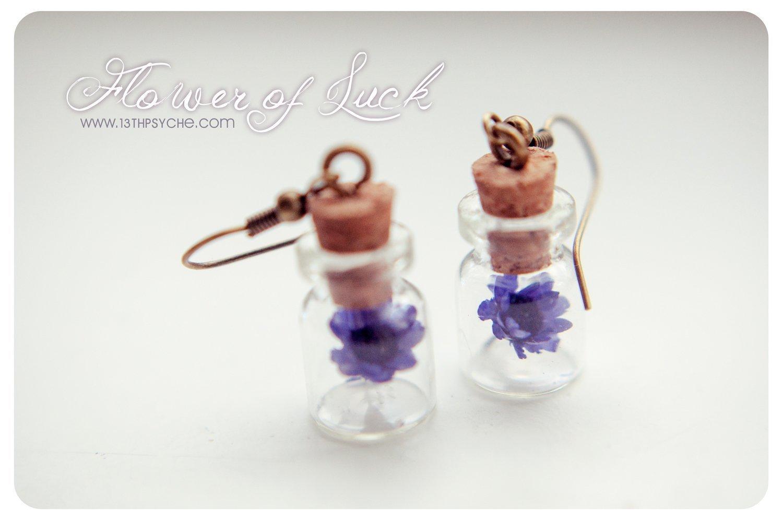 Pendientes de botellas de vidrio de flores, pendientes de frasco diminutos personalizados, pendientes de flores secas, pendientes de margaritas, ...