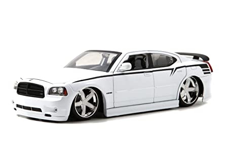 Amazon 2006 dodge charger srt8 hemi lopro white 118 by jada 2006 dodge charger srt8 hemi lopro white 118 by jada 96582 publicscrutiny Images
