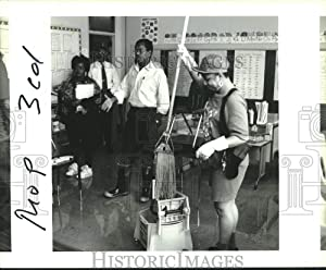 Historic Images 1995 Press Photo Dr. Morris Holmes, inspects a Classroom at Lochkett Elementary 8.25 x10 in