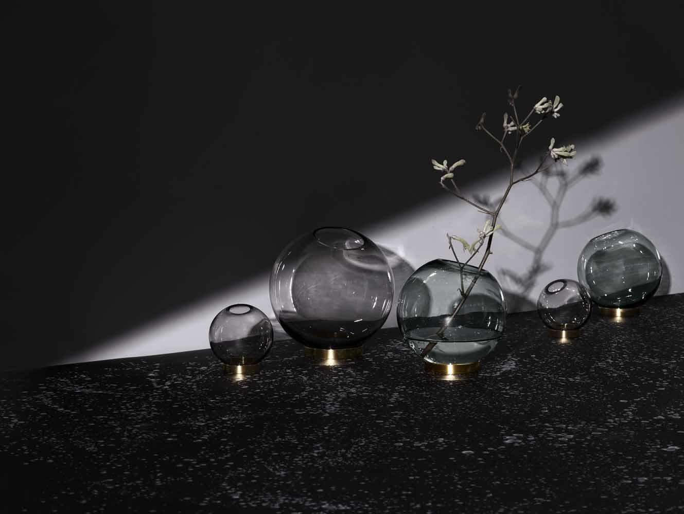 Aytm Vase Globe mit Ständer Schwarz Gold 10cm