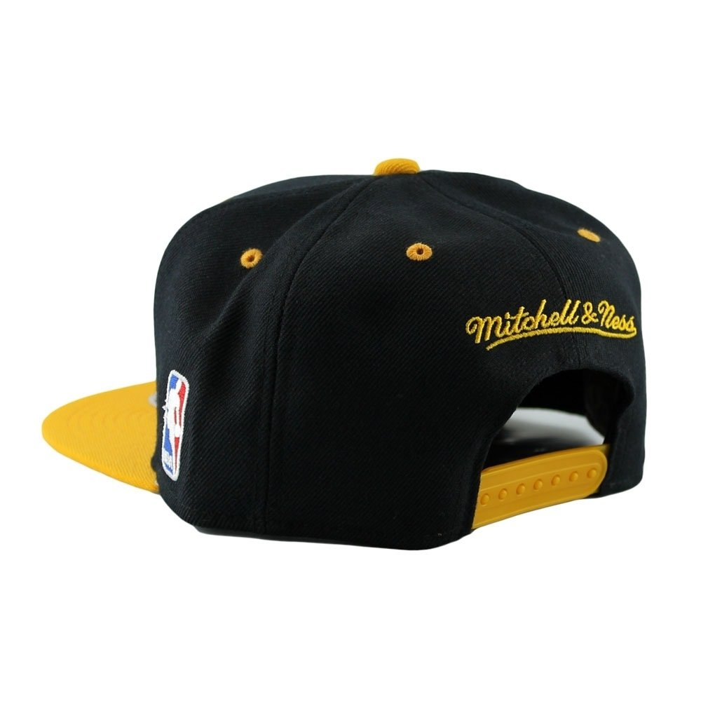 75f974c7dd1 Mitchell   Ness Los Angeles Lakers Team Arch Snapback NBA Cap Black Yellow   Amazon.co.uk  Clothing