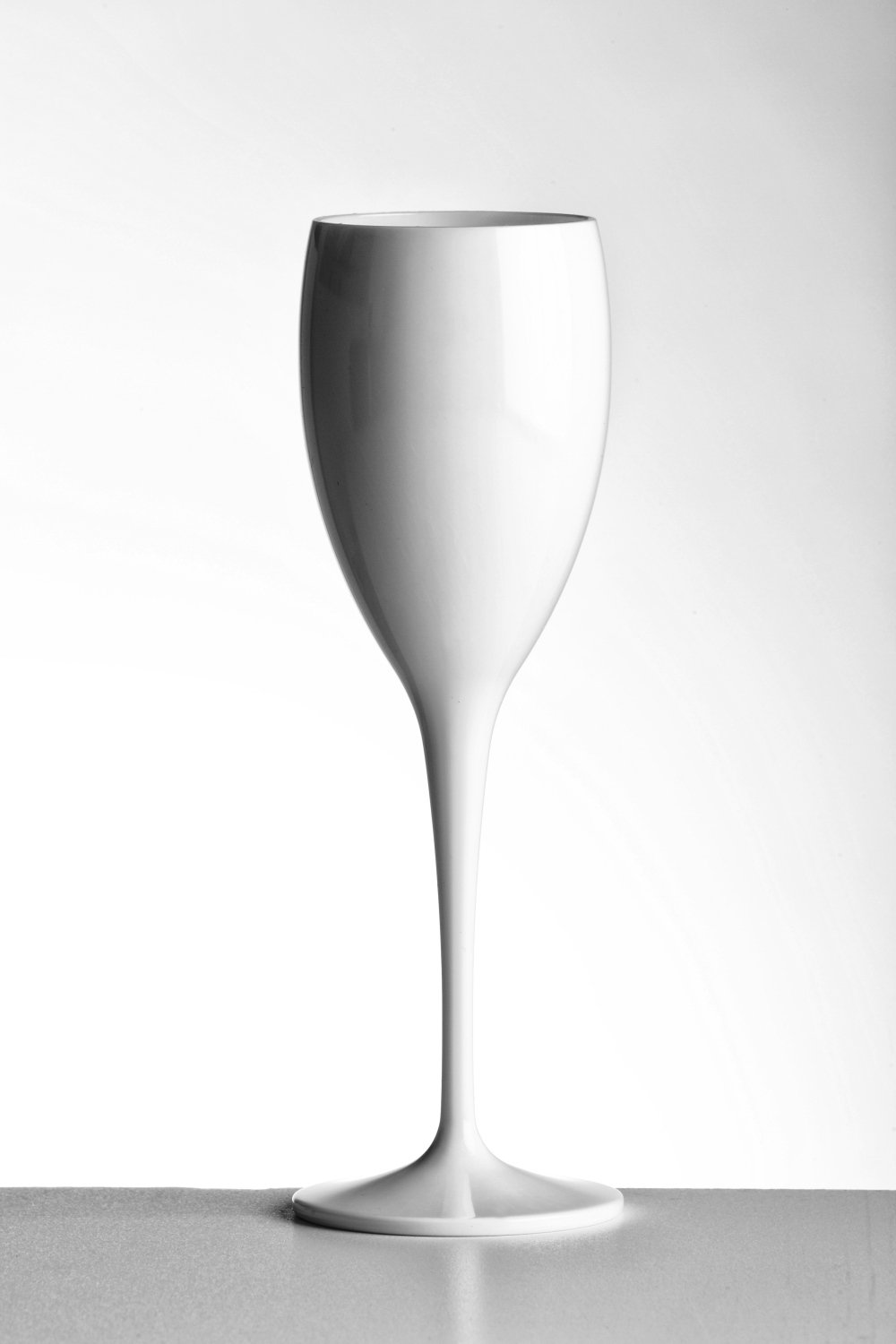 Avenue's Dishwasher Safe Unbreakable Reusable Polycarbonate High Quality White Champagne Flutes 180ml / 6oz.Offer Pack of 6 glasses with 4 x AIOS drinks mats in box. As seen on Love Island (ITV)