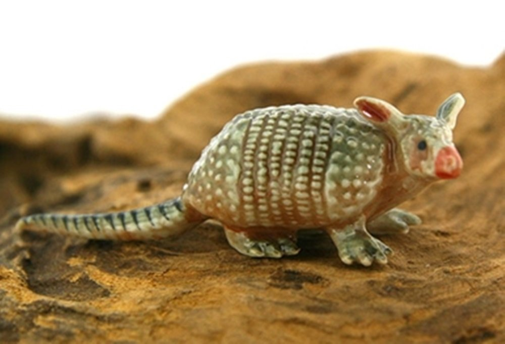 Dollhouse Miniatures Ceramic Armadillo 1 FIGURINE Animals Decor