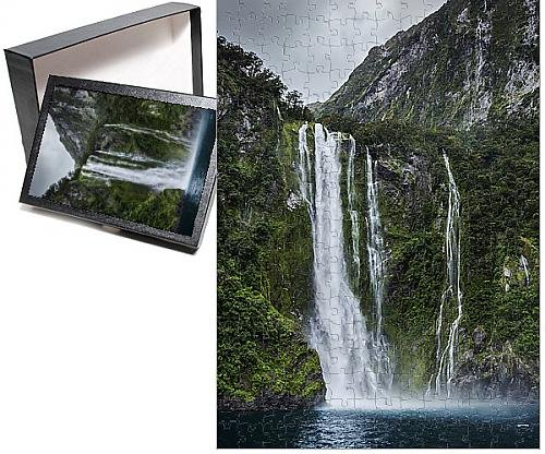 Photo Jigsaw Puzzle of Milford Sound waterfall, New