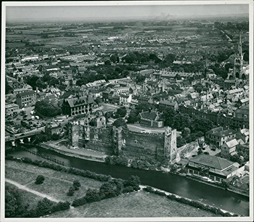 Vintage photo of Newark Castle and ()
