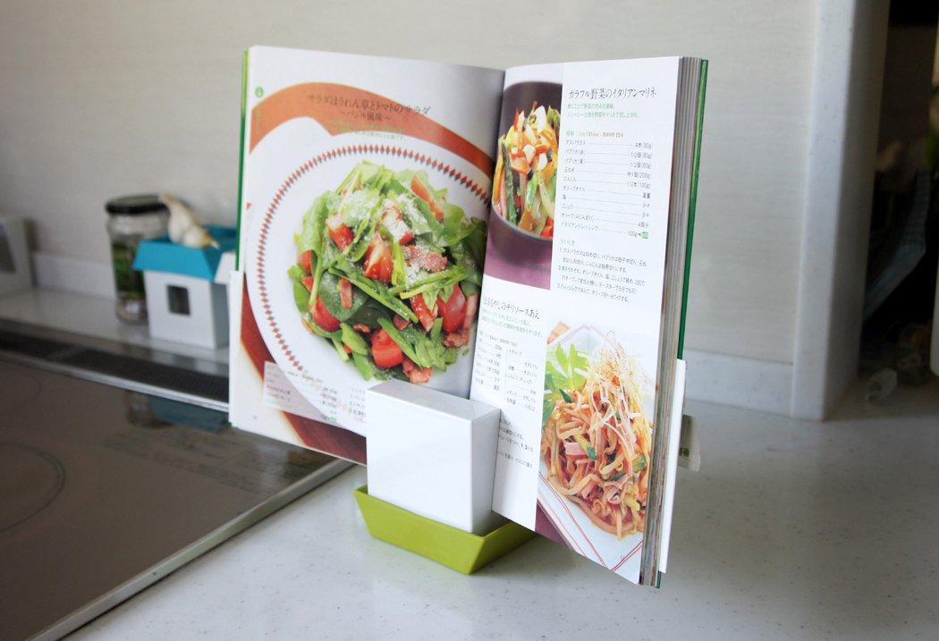 鍋のフタやお玉、調味料、レシピ本の置き場所を解決!キッチン用多機能スタンド