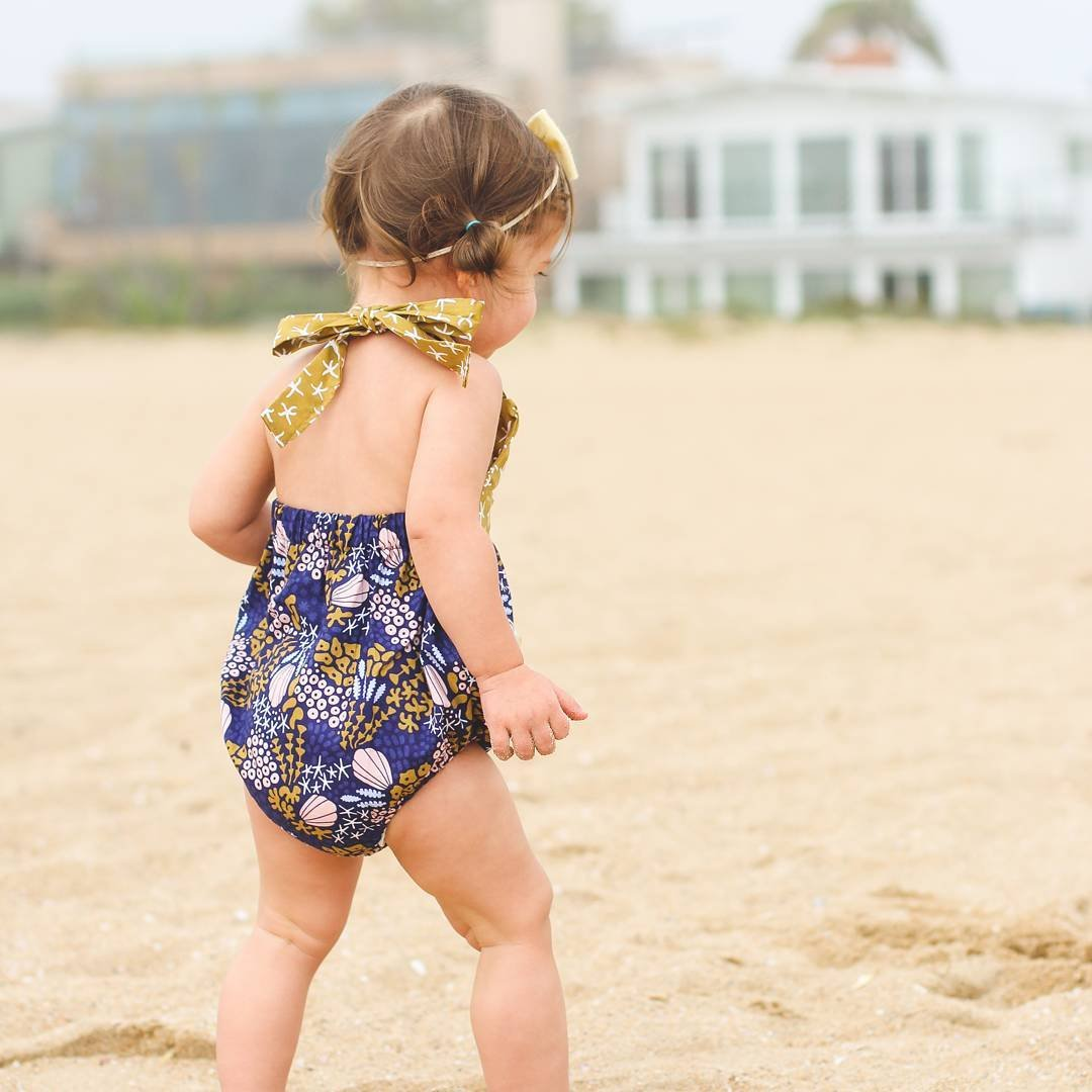 4c4d6646d50 Amazon.com  Baby Girl Sea Topic Starfish Shell Seaweed Pattern Summer  Backless Halter Romper  Clothing