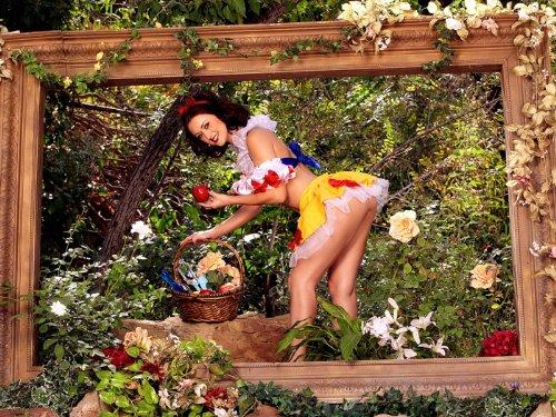Karlie Montana Snow White